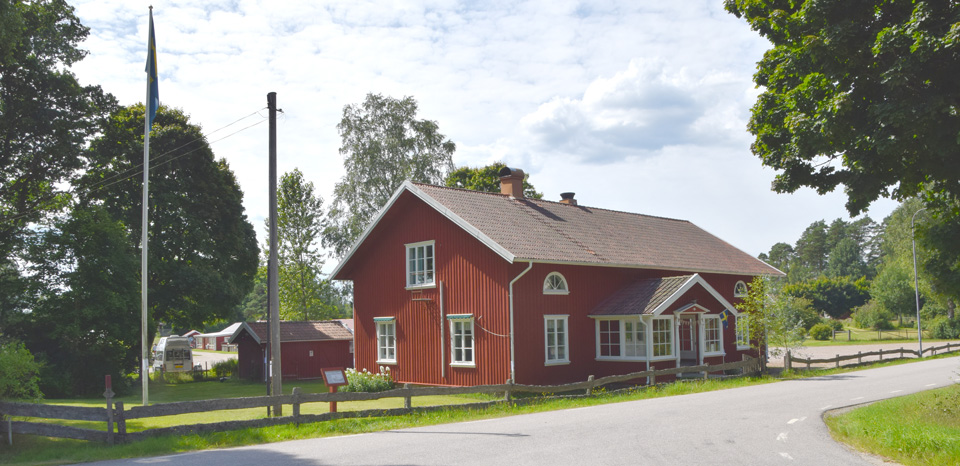 Bygdegården är den allmänna samlingslokalen.