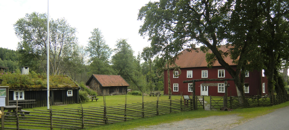 Hembygdsföreningen finns i den gamla prästgården.
